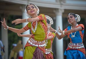hindu-dancers